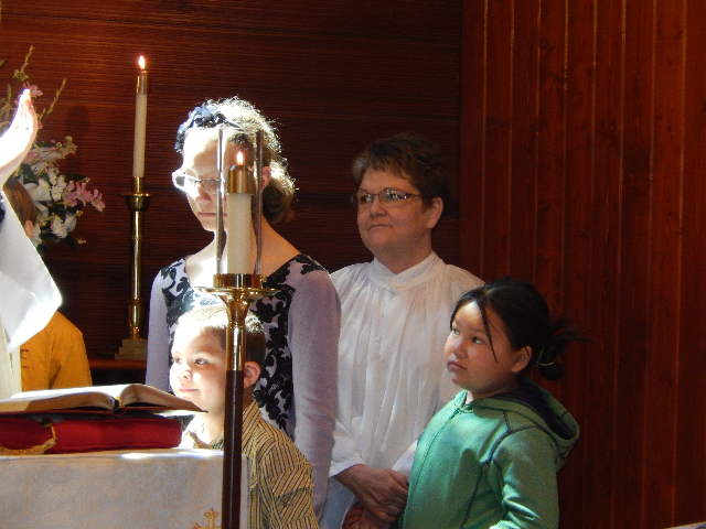Father Aaron Hudson and children3